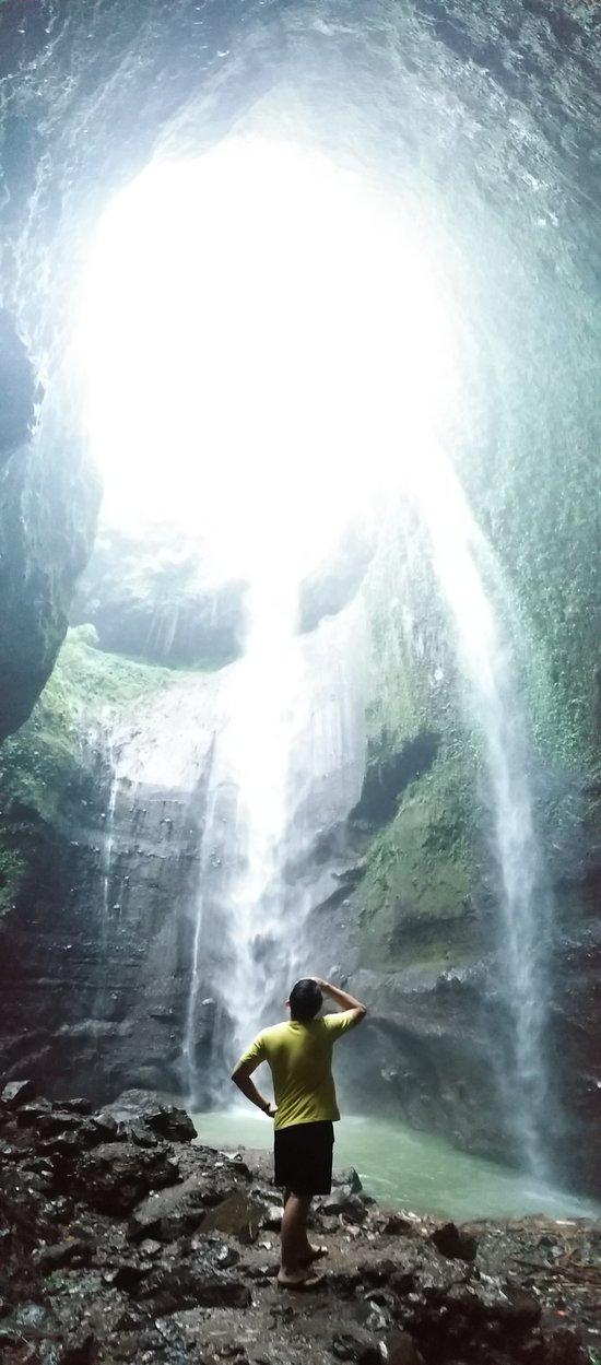 sensasi air terjun yang tertinggi no 2 di Indonesia