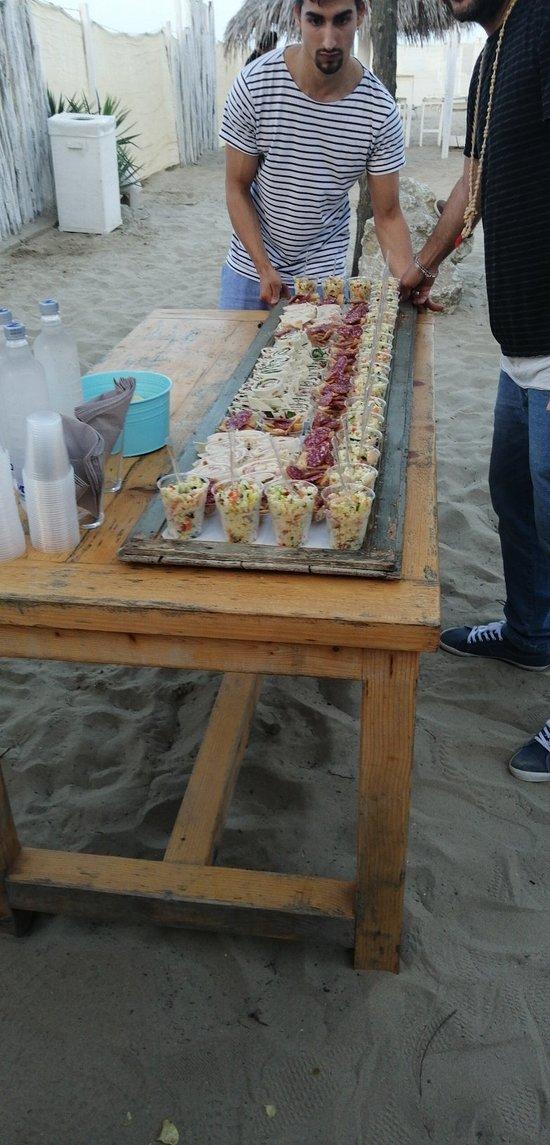 Apericena di lavoro...con festa in spiaggia