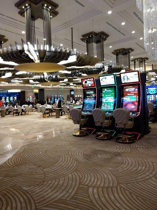 Самый недорогой вход в казино в какие карты можно играть
