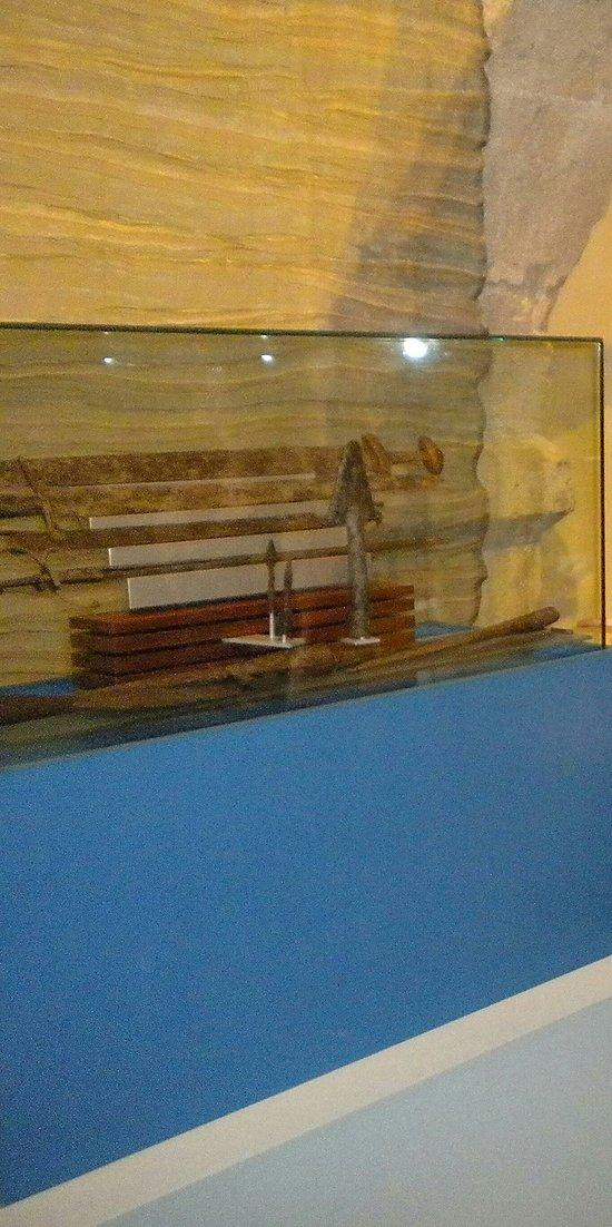Antiche spade  nella teca del Museo