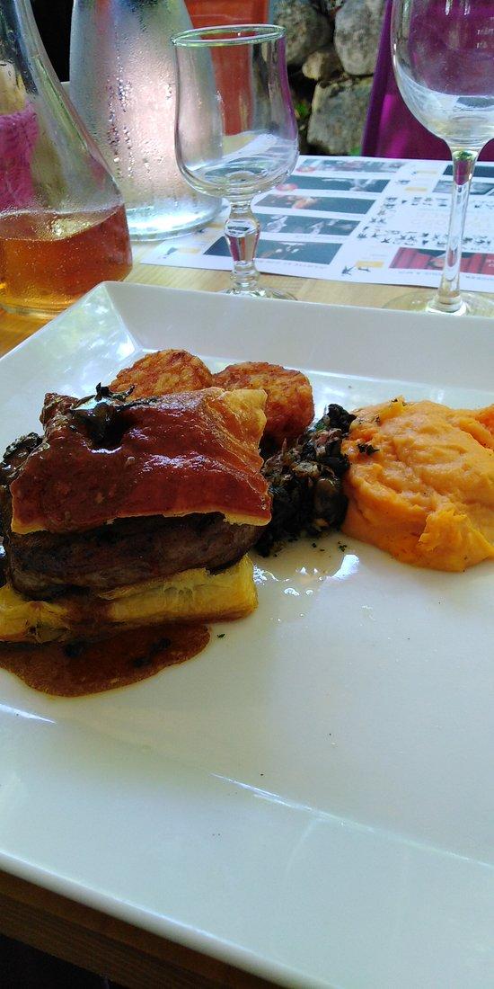 Feuilleté filet de bœuf / fricassé d'escargot / purée de patates douces ....bœuf très tendre