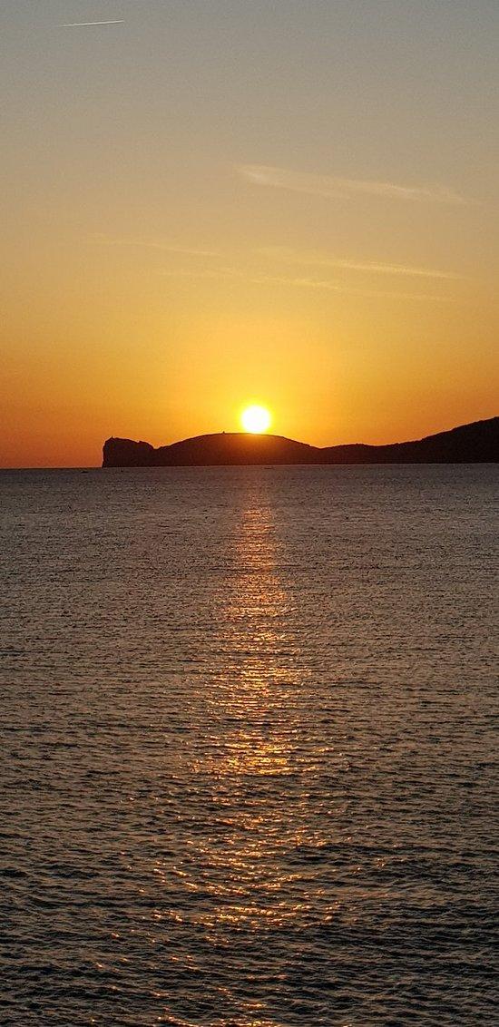 Cenetta romantica con menù Aragosta, tutto perfetto dal cibo e location, vista del tramonto da favola . Il pesce fresco e prezzo adeguato .