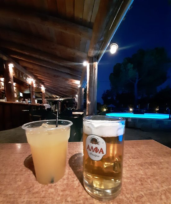 Splash Pool Bar