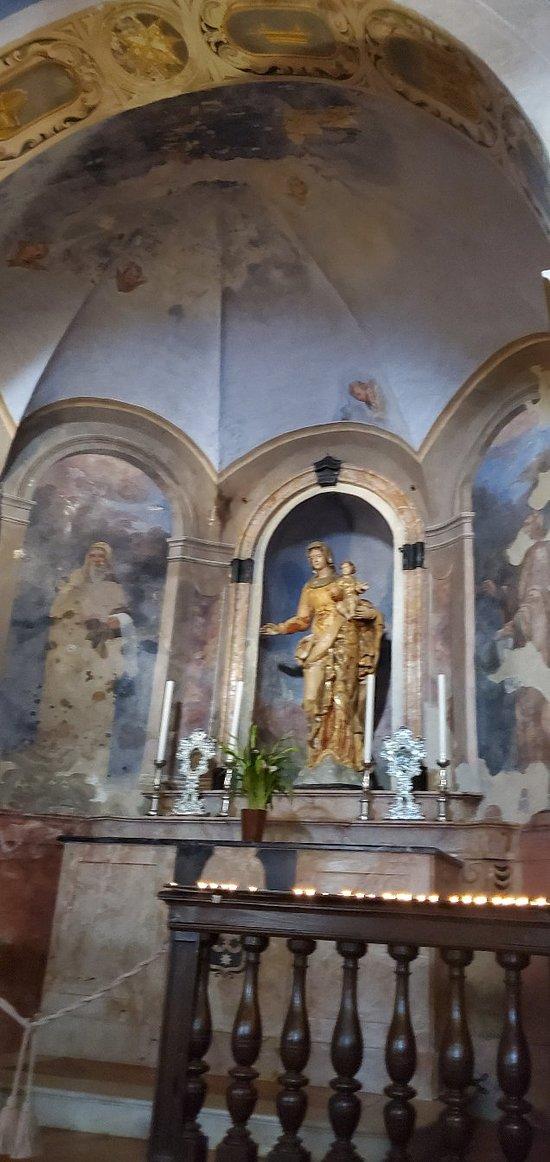 Altar mayor capilla de Santa Cayerina dei Sasso