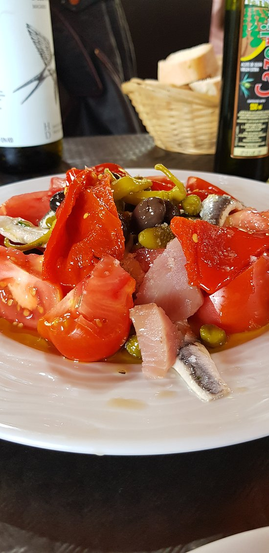 Completísima ensalada de atún y tomate