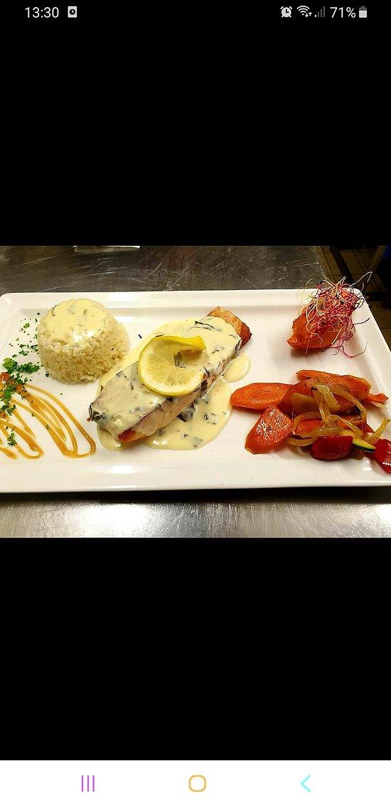 Filet de saumon, crème de vin blanc citronnée