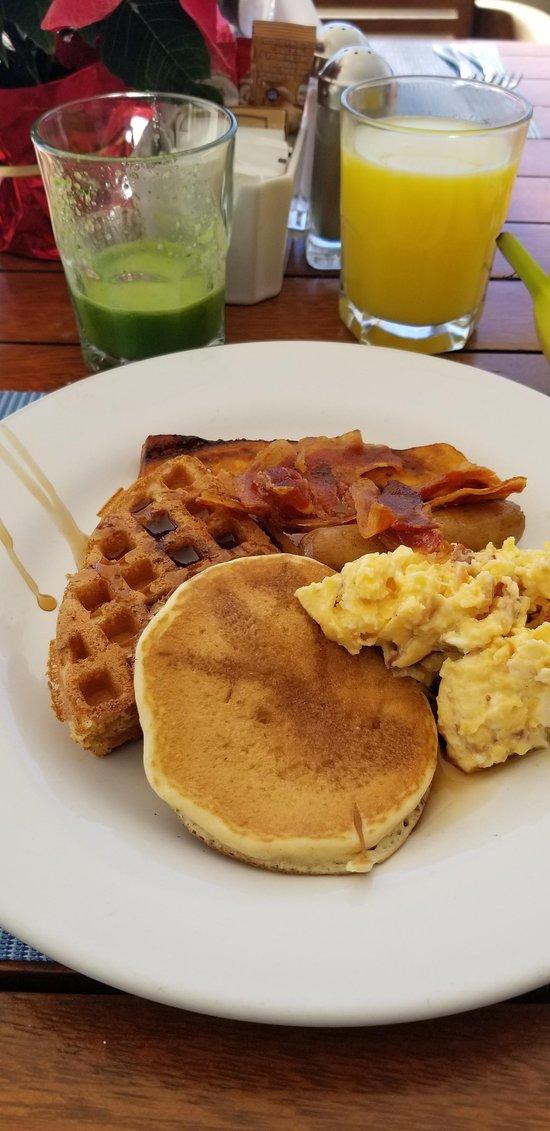 Buffet Breakfast. Try the green juice.  Very good!!!