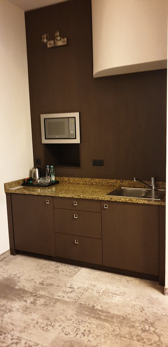 Kitchenette of the Metropolitan suite