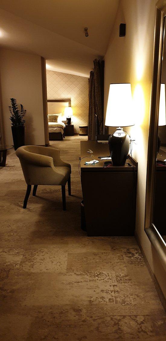 Desk & main TV in the Metropolitan suite