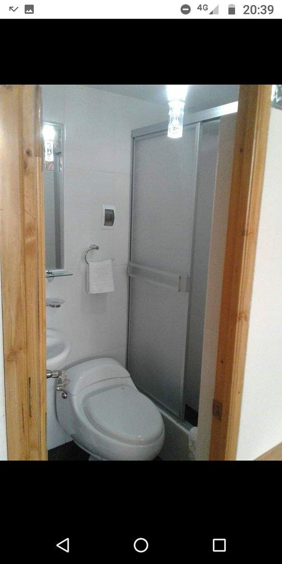 Minidepa para dos personas, consta de una habitación con cama matrimonial, cocina americana y baño privado Ubicado a 4 cdras de la plaza de armas Cajamarca