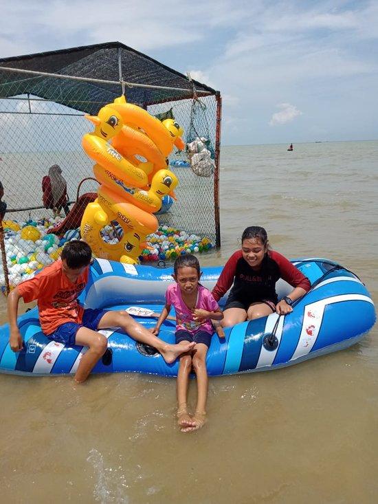 Pantai Karang Jahe Rembang Indonesia Review