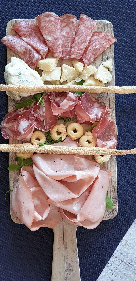 tabla virtu quesos y embutidos