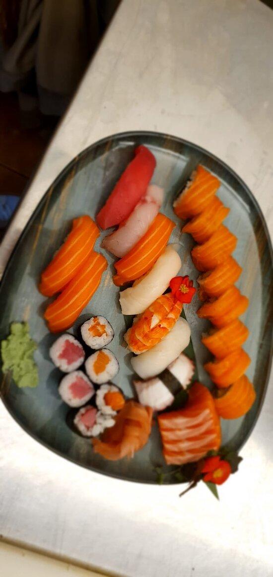 Mix sushi sashimi &maki!