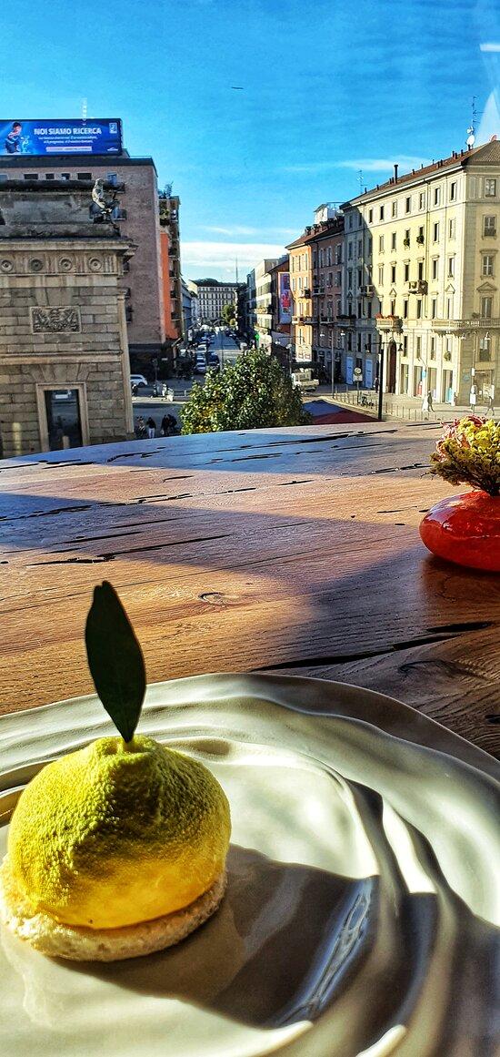 Sorbetto di limoni di Amalfi, pan di spagna all'anice polverizzato e salse di agrumi e menta