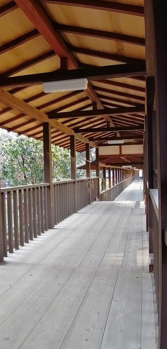 妙朗堂への廊下