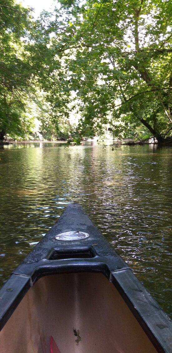 possibilité de faire du Kayak ou du paddle sur la Boutonne juste à côté de notre camping