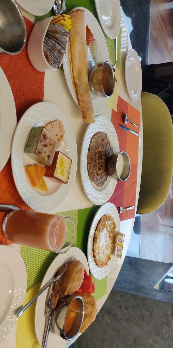 Buffet breakfast review