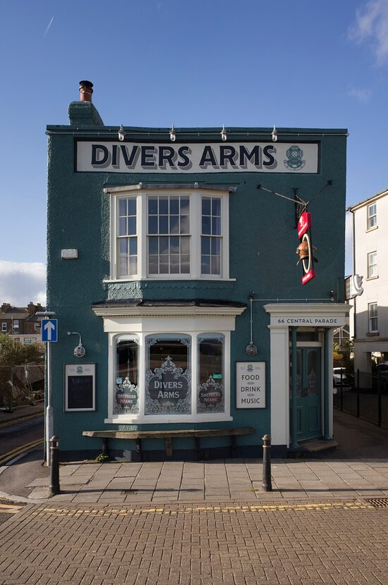 Beautiful Seafront pub. We welcome you
