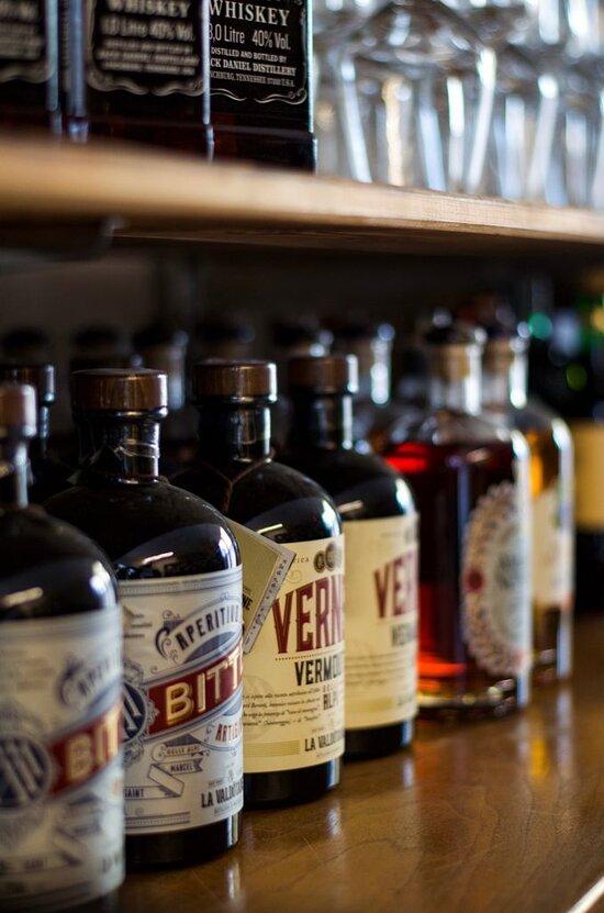 Enoteca Leuca all'interno del Mercato 24re a Santa Maria di Leuca, Salento, South Italy  Selezioniamo vini e super alcolici!