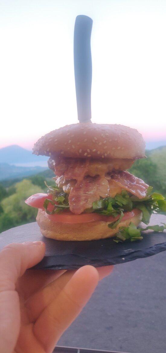 XXL Doppia hamburger Cheddar Bacon Insalata Pomodoro