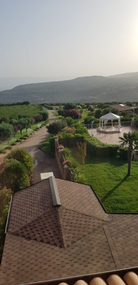 Popilia Country resort: in lontananza la location per celebrare i matrimoni all'aperto👰🤵