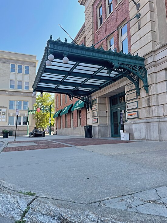 We are found in the Lincoln Station in the Haymarket. This is our east entrance right across the street from Lazlo's.
