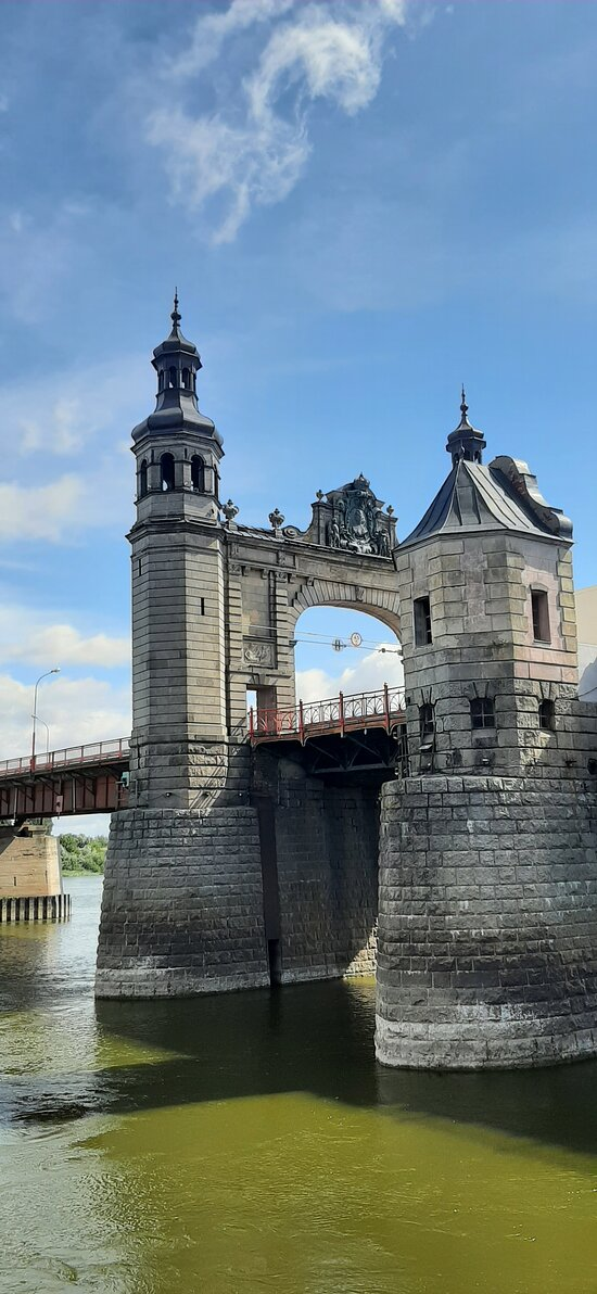 Самая красивая часть моста крупным планом