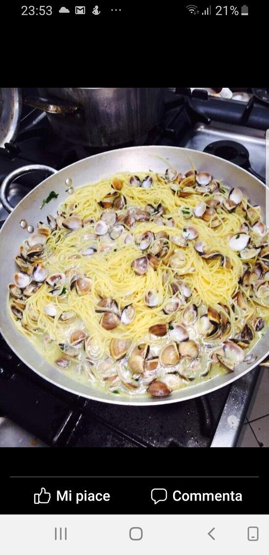 Spaghetti alle vongole in bianco.
