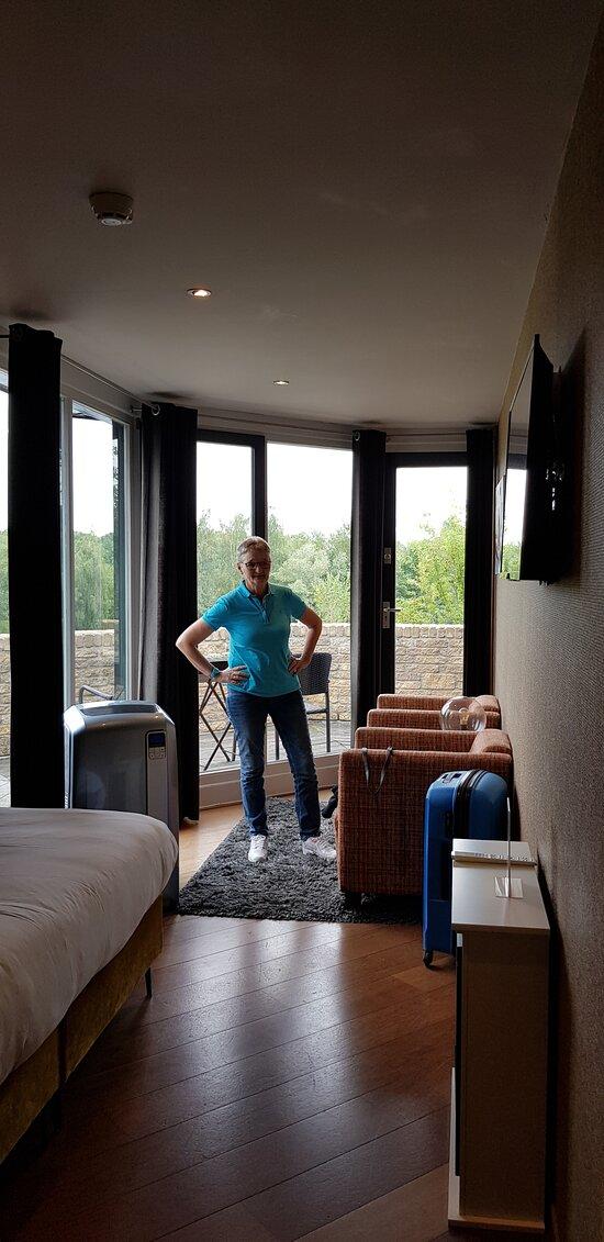 Een geweldig super leuk hotel  en steakhouse  Prachtig uitzicht van onze kamer met een groot balkon met uit zicht op het water en natuur gebied.Onbijt staat keurig in de ijskast s morgens en je kunt er heerlijk dineren En de Brabantse gastvrijheid en gemoedelijkheid is zo al ik die ken toen ik in nog Helmond woonde. Een sleutel om s avonds binnen te komen als ze gesloten zijn.Een echt aanrader dus
