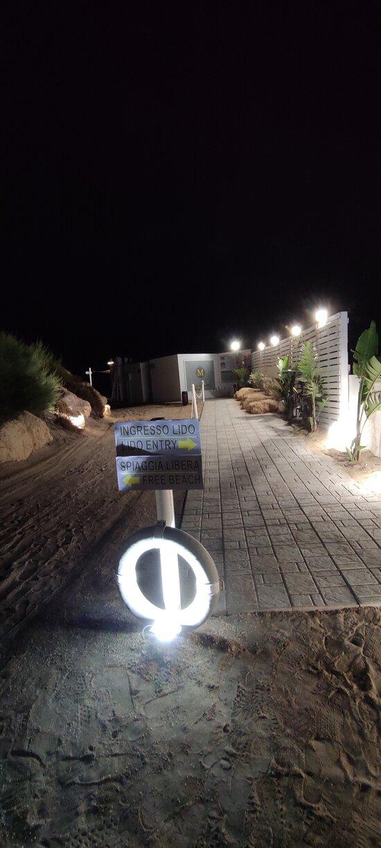 Marakaibbo beach 2021, ottimo ristorante, personale qualificato, gentilezza e disponibilità dei titolari Massimo e Nino, consigliato a tutti coloro che hanno un amico peloso con il quale condividono la vacanza