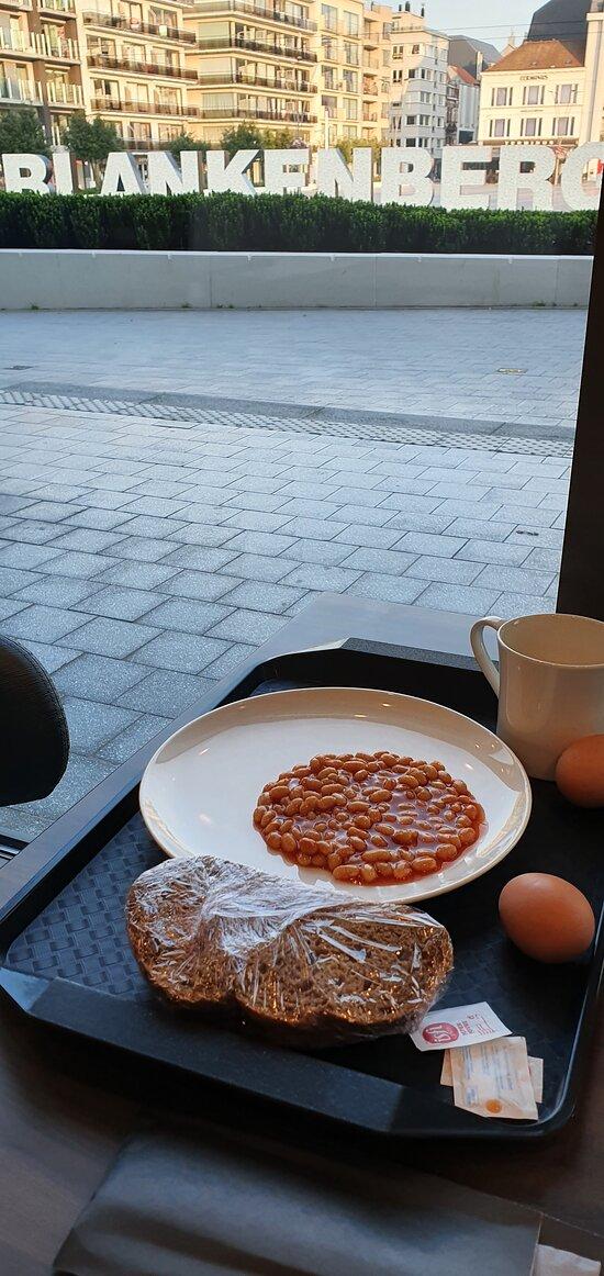 Petit-déjeuner avec vue