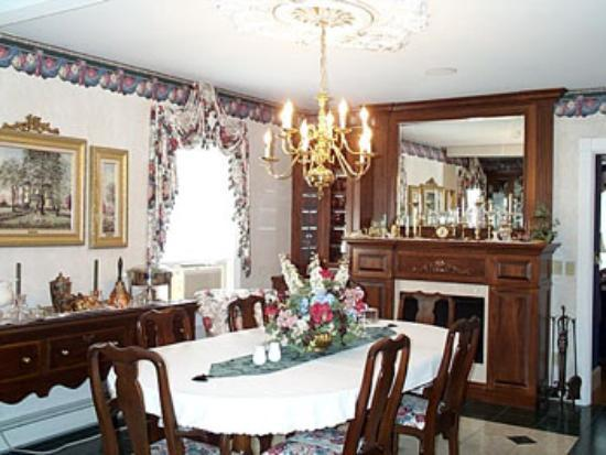 Prairieside Suites: Dining Room