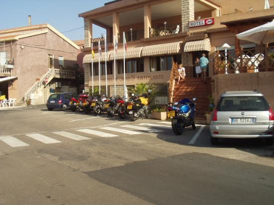 Isola Rossa, Italie : Bike & Sun Tours outside Corallo