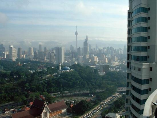 Hilton Kuala Lumpur: View of skyline from 31st floor