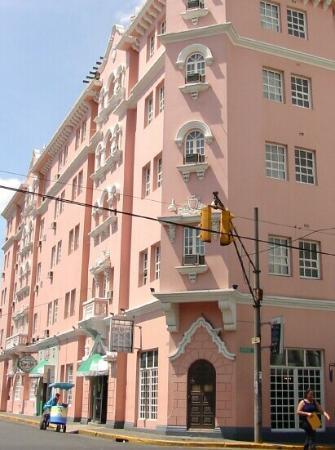 Hotel Del Rey: The Hotel