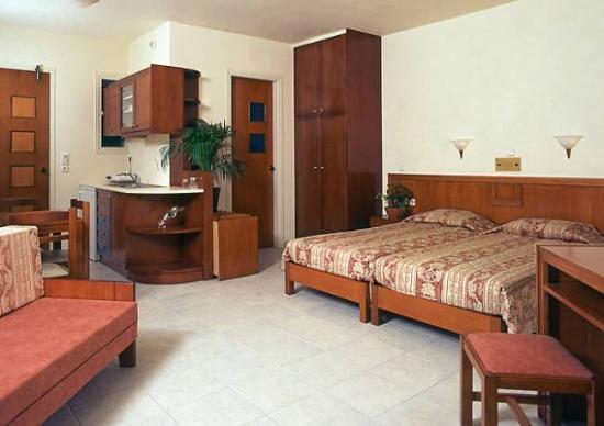 Mike Hotel U0026 Apartments: Interior Of Mikeu0027s Studio