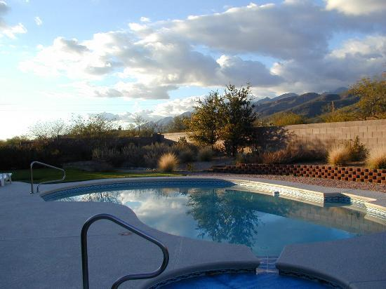 The Jeremiah Inn Bed and Breakfast: Pool and view