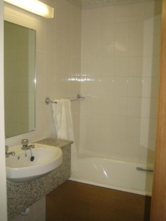 Tavistock Hotel: Bathroom