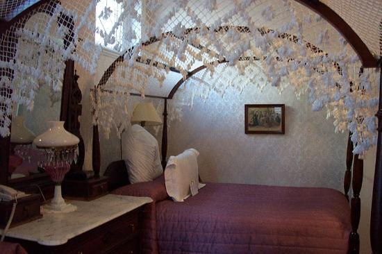 Waverley Inn: Canopy Beds