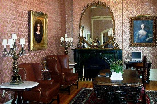 Waverley Inn: Parlor