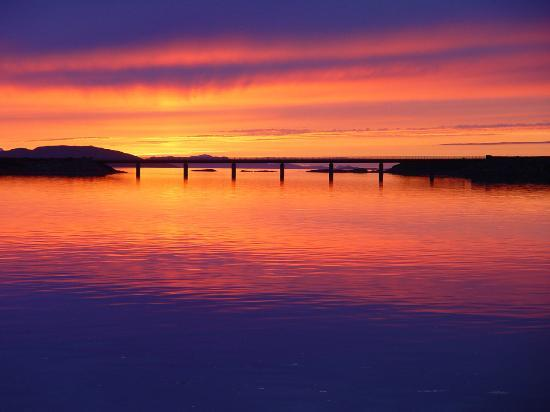 White Heather Hotel: Sunset over the Bridge