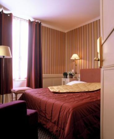 Chambre double des poetes picture of hotel de londres for Chambre londres