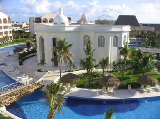 Excellence Riviera Cancun : View of spa from third floor room