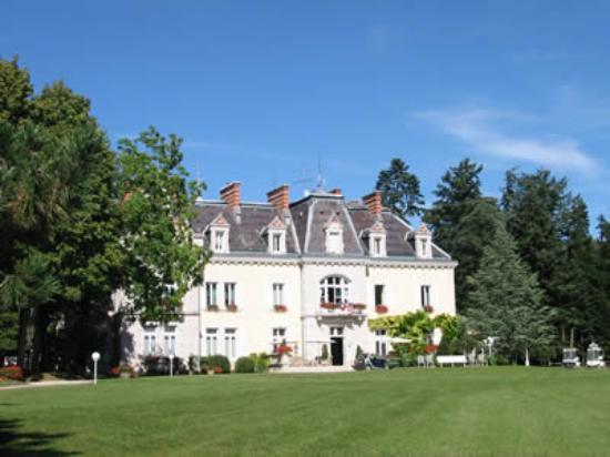 Pont-de-Pany, France: The hotel and park