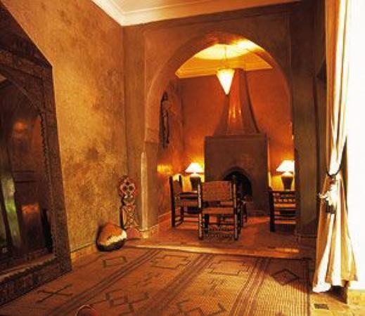 Dar Les Cigognes: comfy living room