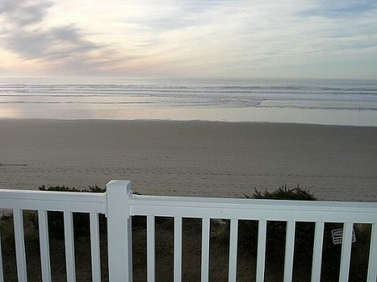 Rockaway Beach Resort: Beautiful Beach & Ocean View from Glass Sliding Door & Balcony