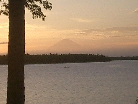 The Oberoi, Lombok: Sunset over the islands, Bali in distance