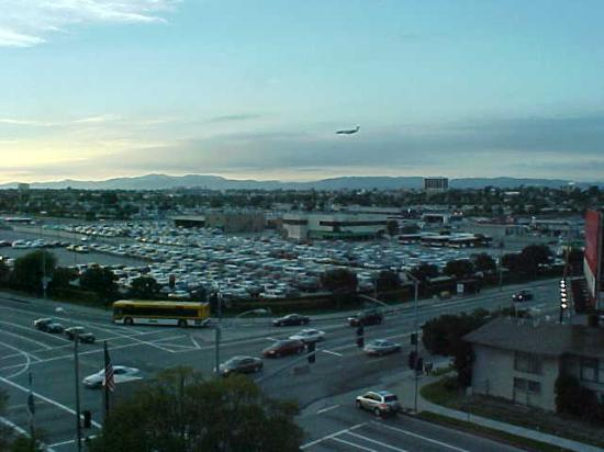 Renaissance Los Angeles Airport Hotel: View from a front-facing room