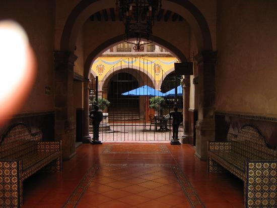 Hidalgo Hotel : Entry