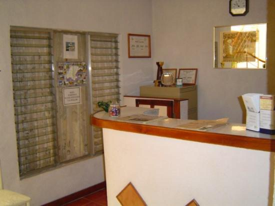Hotel Cascata: The Front desk